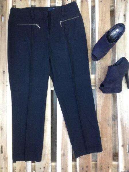 Дамски панталон в черно с ципчета
